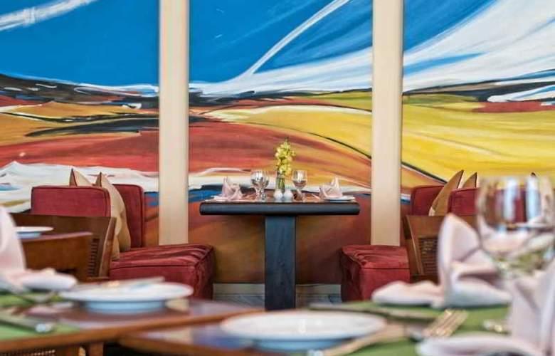 City Seasons Suites - Restaurant - 12