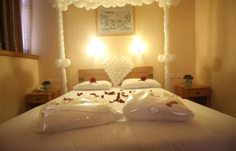 Inbar Hotel - Room - 8