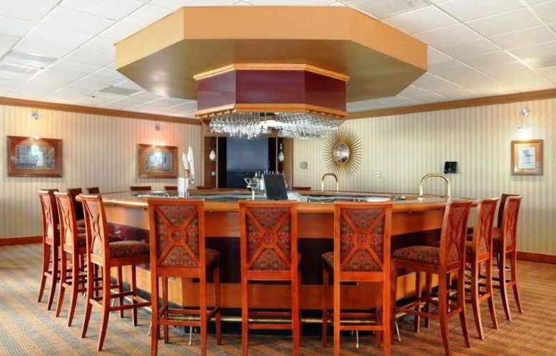 DoubleTree by Hilton Hotel Oak Ridge Knoxville - Bar - 8