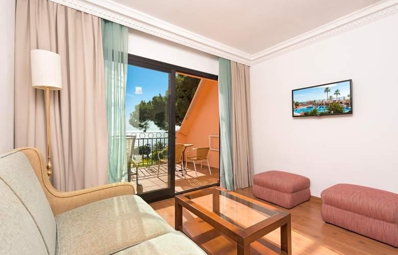 Fuerte Marbella - Room - 11