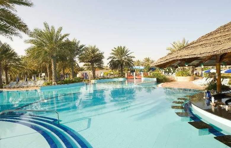 Radisson Blu Hotel & Resort, Abu Dhabi Corniche - Pool - 3