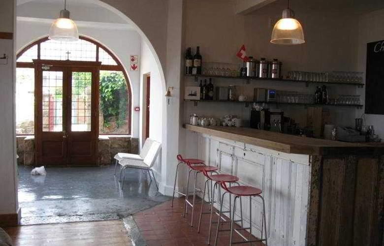 Chartfield Guesthouse - Bar - 7