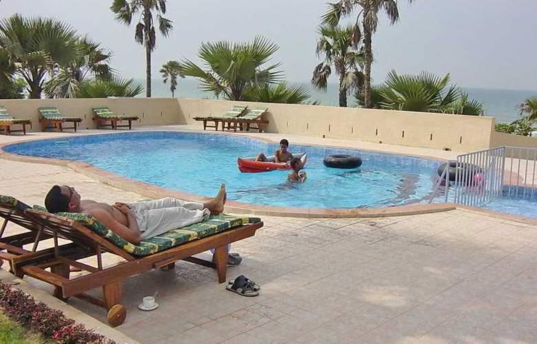 Golden Beach - Pool - 4