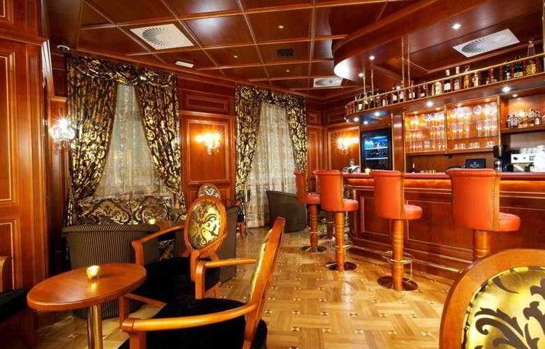 Best Western Premier Royal Palace - Bar - 8