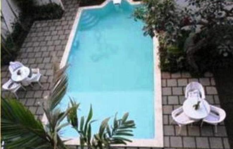 Spazzio Hotel Bali - Pool - 5