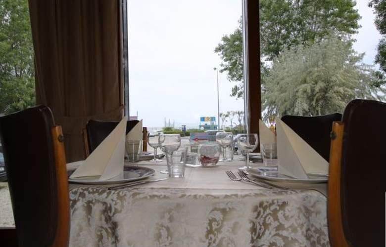 Spiaggia Marconi - Hotel - 2