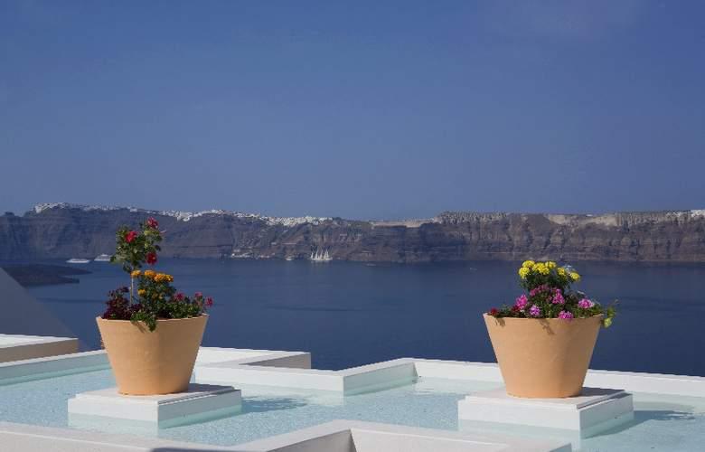Maison Des Lys Luxury Suites - Terrace - 4