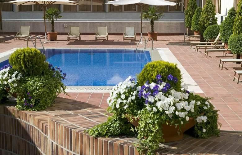 Ibis Styles Madrid City Las Ventas - Pool - 2