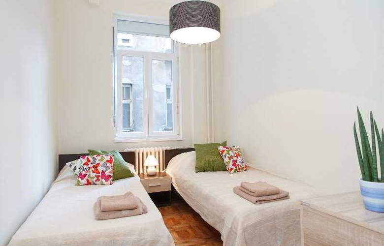 3 Bedroom Apartment cENTRAL sQUARE - Room - 1