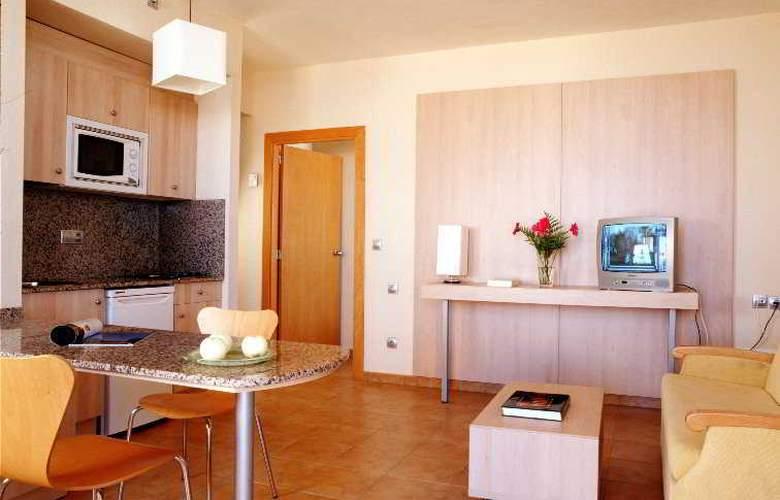 Advise Hotels Reina - Room - 4