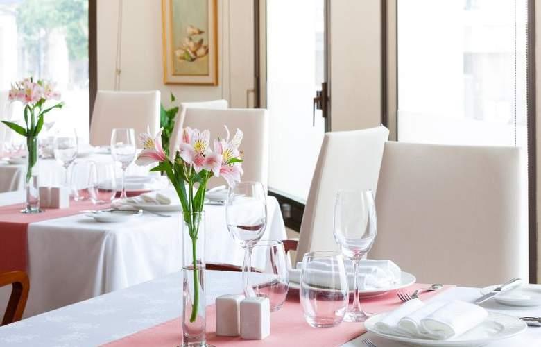 Royal Plaza - Restaurant - 18