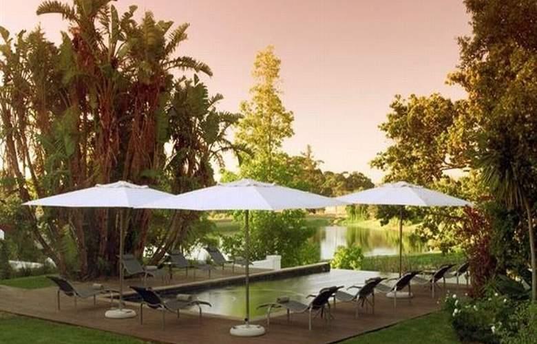L´Avenir Country Lodge - Pool - 2