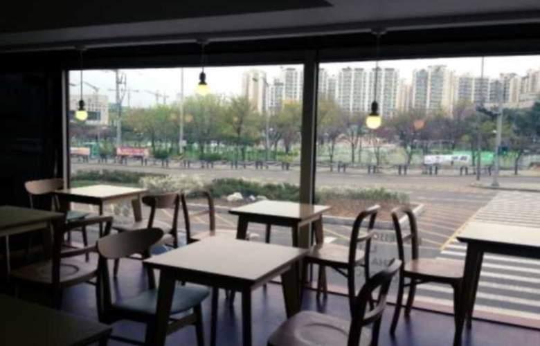 Boom Tourist Hotel - Restaurant - 13