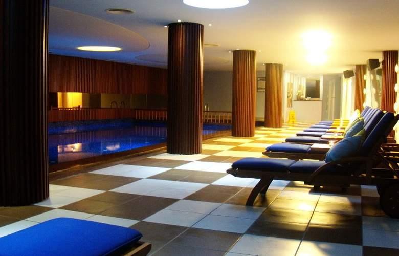 Kuum Hotel - Pool - 6