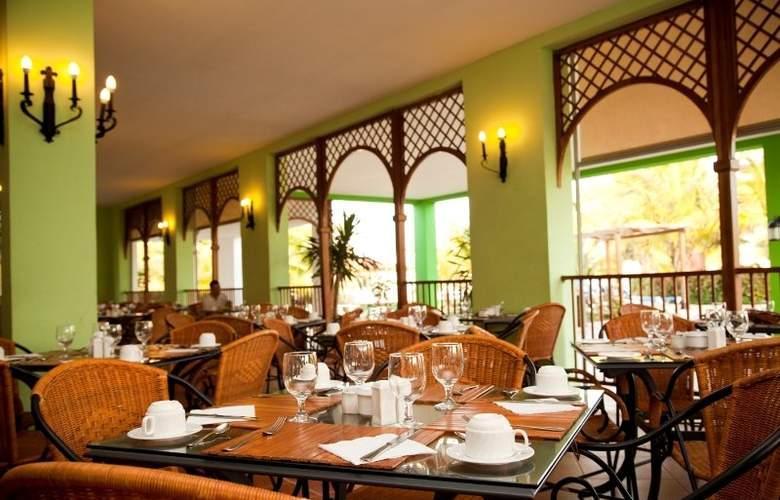 Memories Caribe Beach Resort  - Restaurant - 9