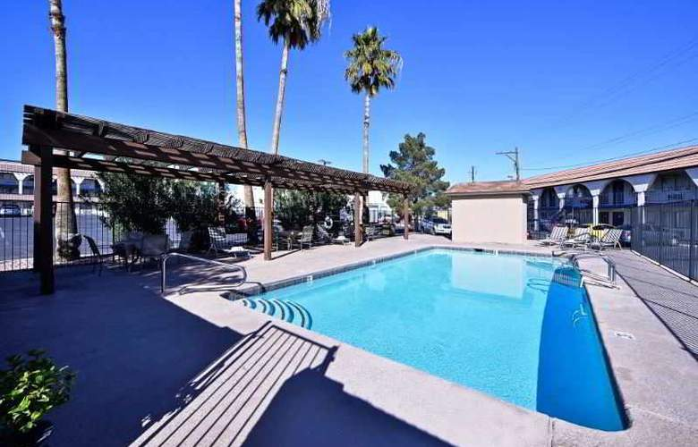 Americas Best Value Inn Downtown Las Vegas - Pool - 8