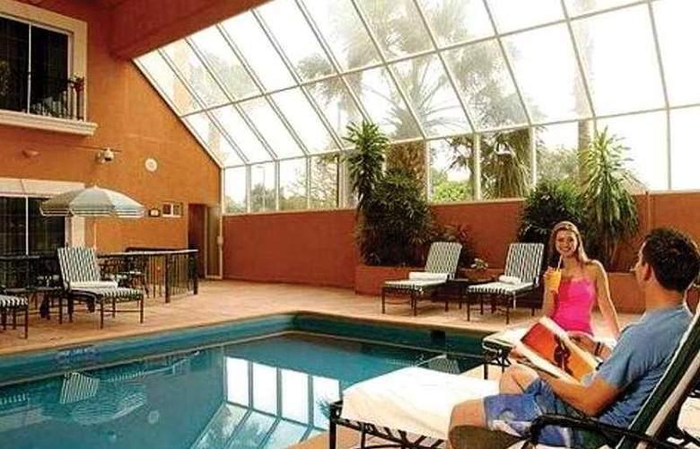 Holiday Inn Express Ciudad Victoria - Pool - 1