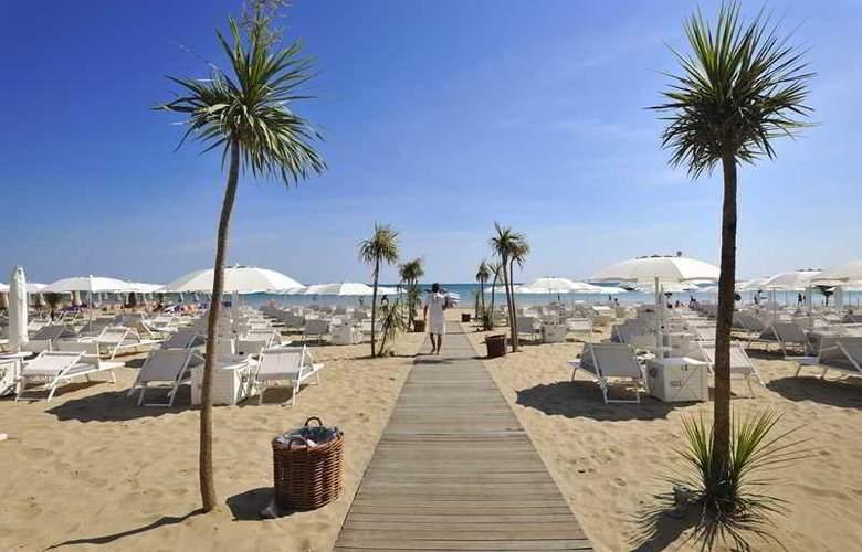 Excelsior Pesaro - Beach - 24