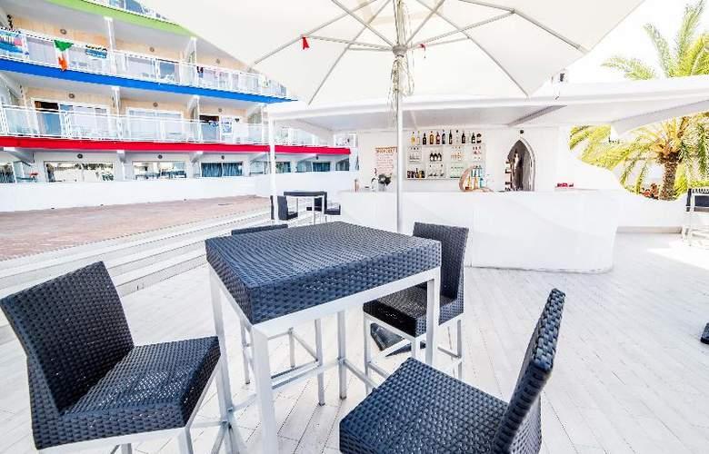 Deya (Hotel 3* - Apartamentos 2 LL) - Terrace - 6