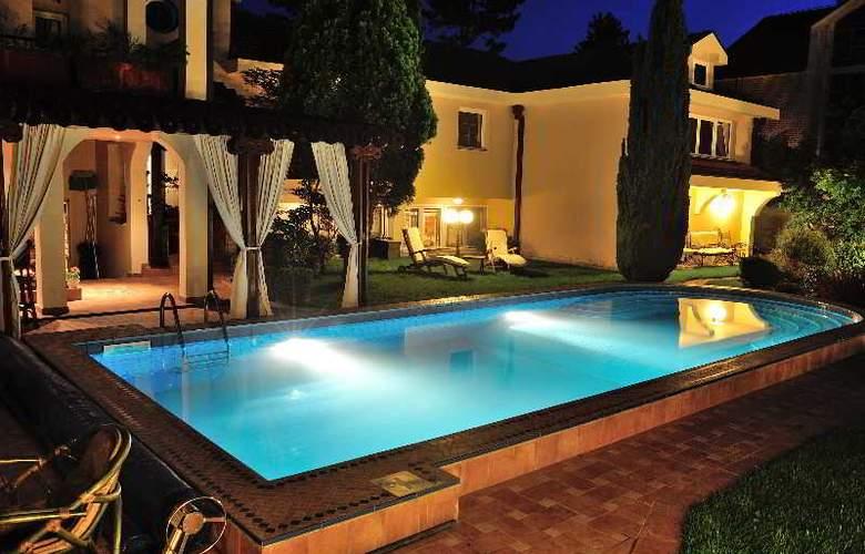Villa Saga Paradiso - Pool - 47