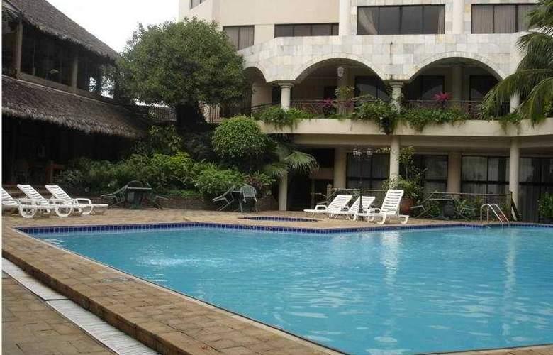 Gran Hotel Santa Cruz - Pool - 7