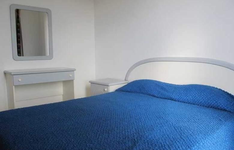 Shamrock Apartments - Room - 2