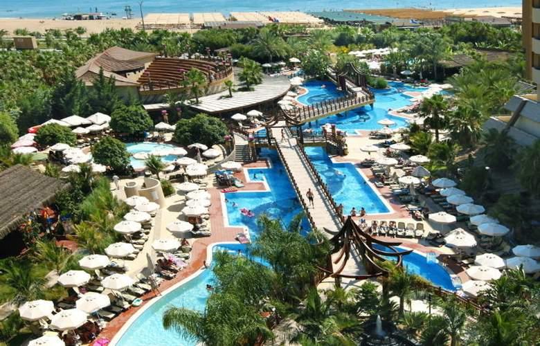 Royal Dragon Hotel - Pool - 4