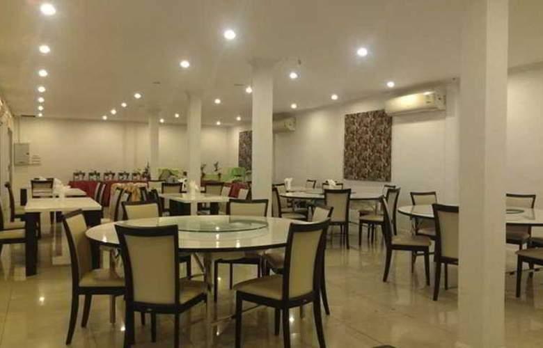 Sinsuvarn Airport Suite - Restaurant - 40