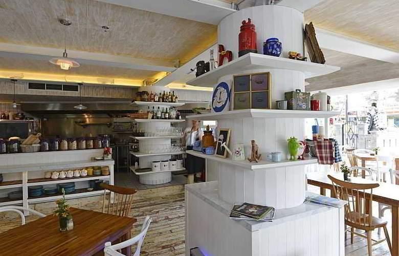 IZE Seminyak Bali - Restaurant - 38