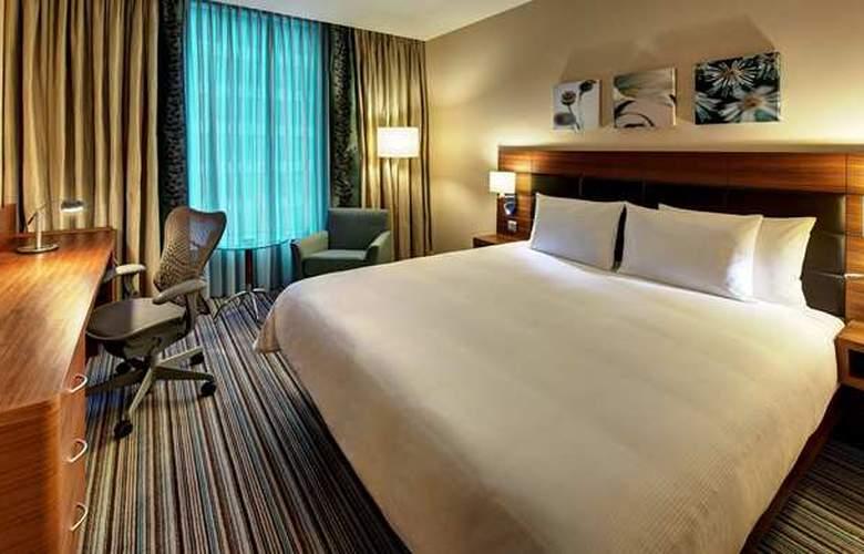 Hilton Garden Inn Sevilla - Room - 0