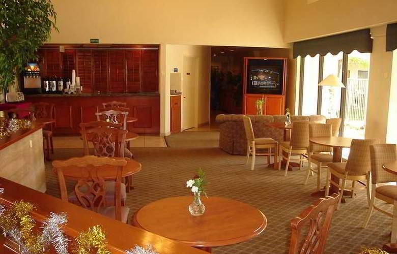 Quality Inn & Suites (Carlsbad) - Bar - 5