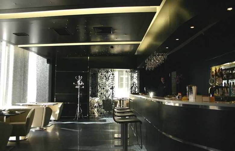 Royal Square Hotel & Suites - Bar - 5