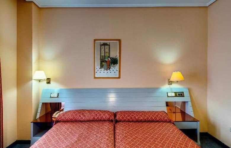 Ilunion Alcora Sevilla - Room - 16
