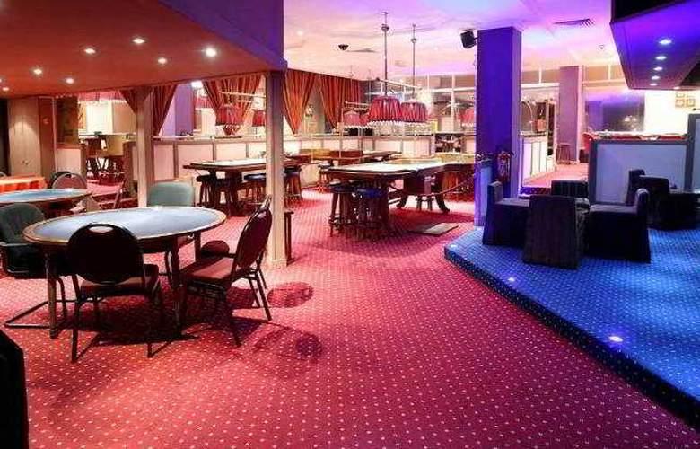 Carlton Hotel - Terrace - 15