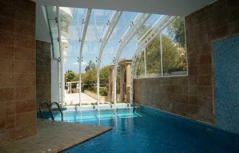 Istanbul Palace - Pool - 5