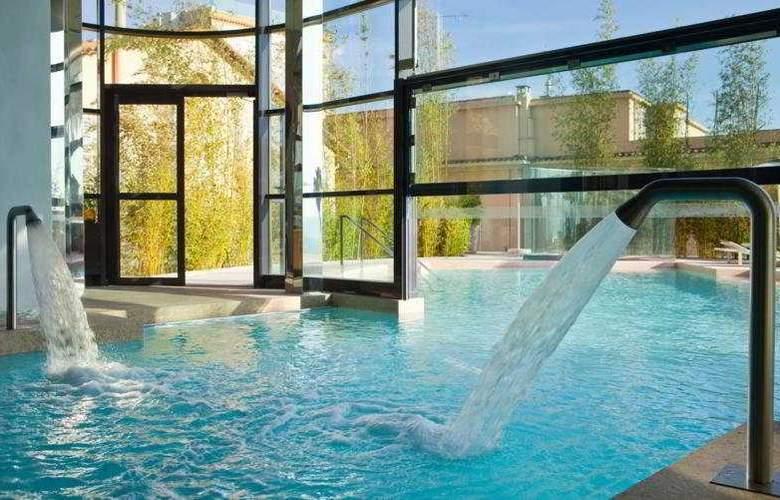 Le Radisson Blu 1835 Hotel & Thalasso - Pool - 2