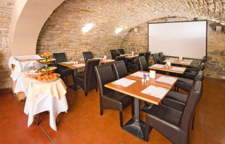 Mucha - Restaurant - 34
