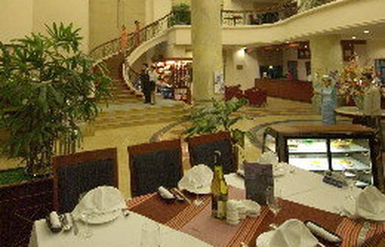 Mithrin Hotel Halong - Restaurant - 11