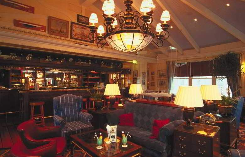 Disney's Newport Bay Club - Bar - 3