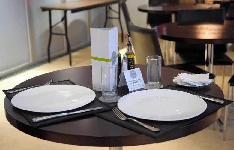 Regency Golf - Hotel Urbano - Restaurant - 2