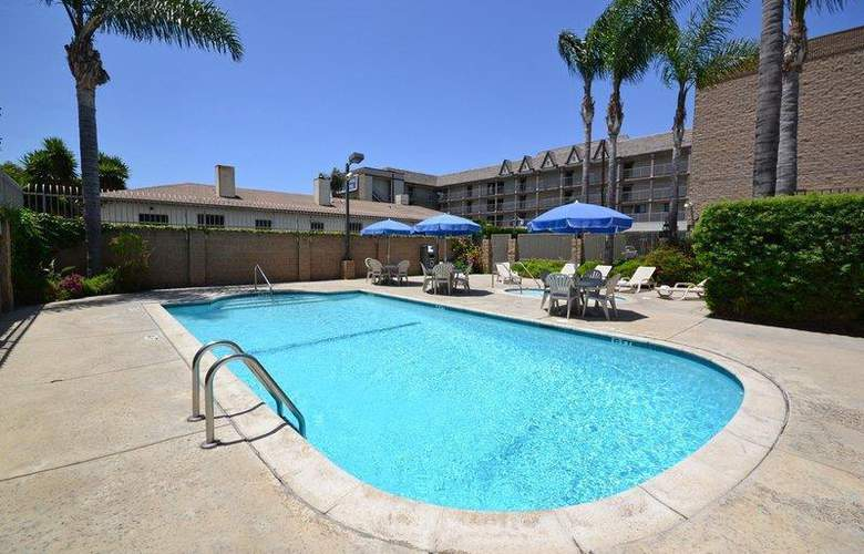 Best Western Airpark Hotel - Pool - 70