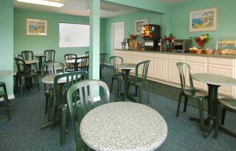 Rodeway Inn & Suites - Bar - 5