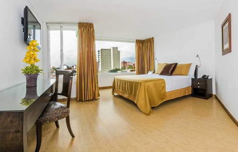 Egina Medellin - Room - 25