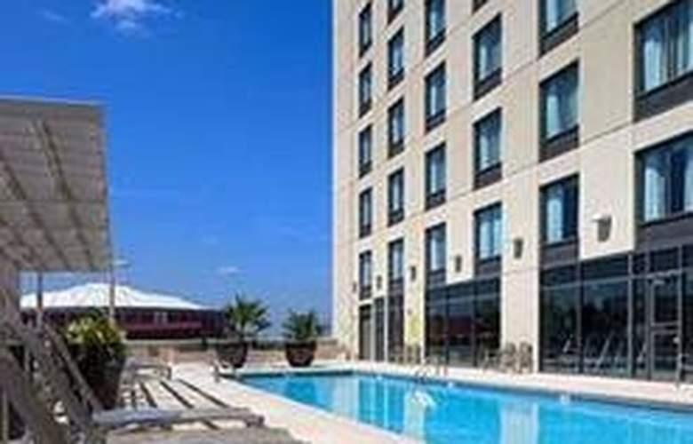 Hilton Garden Inn Atlanta Downtown - Pool - 3
