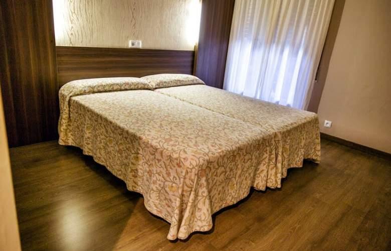 Esteba - Room - 2