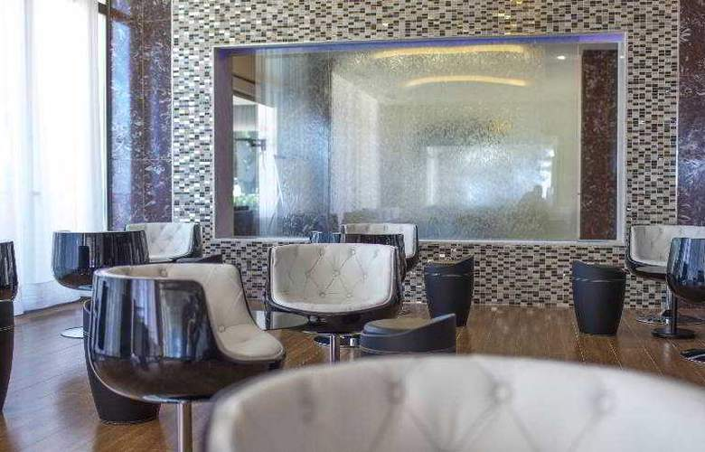 Sirenis Hotel Club Goleta & Spa - Bar - 28