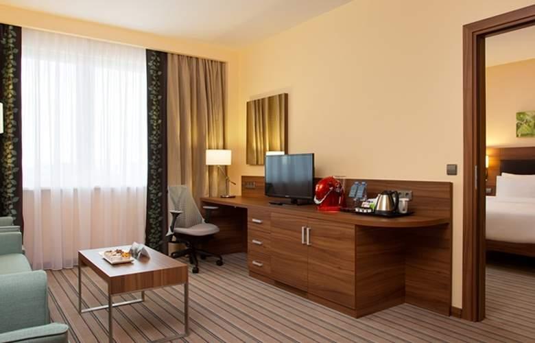 Hilton Garden Inn Ufa Riverside - Room - 8