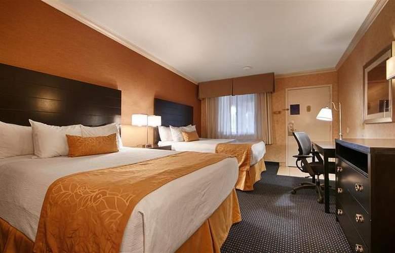 Best Western Plus Innsuites Phoenix Hotel & Suites - Room - 32