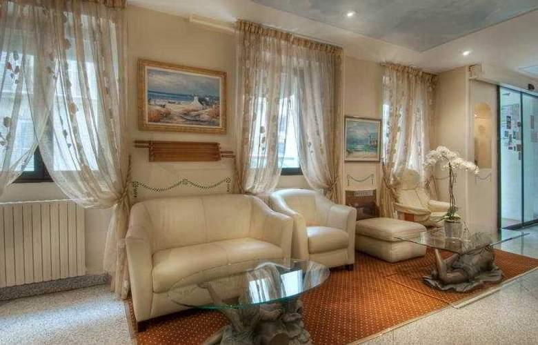 Prince Monceau - Hotel - 0