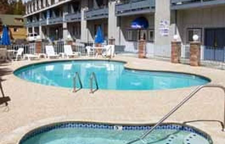 Rodeway Inn Casino Center - Pool - 5